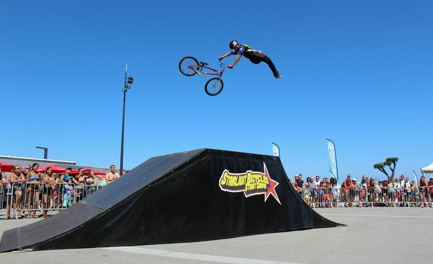 Starlight bmx propose des spectacles de vélo acrobatique et des show de vtt trial